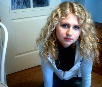 Maddie - Blonde, 2b, Wavy hair, Long hair styles, Readers, Teen hair Hairstyle Picture