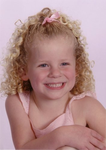 Paige Sibley - Blonde, 3c, Medium hair styles, Kids hair, Readers, Curly hair Hairstyle Picture