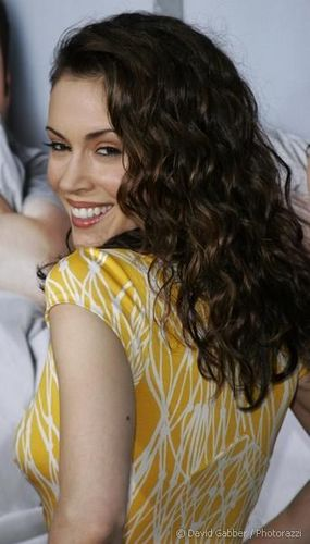 Alyssa Milano - Brunette, 3a, Celebrities, Female, Curly hair Hairstyle Picture