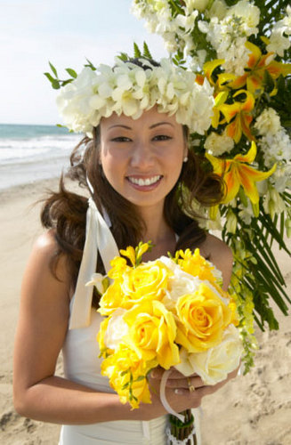 A Tropical Wedding Hairstyle - Brunette, Wavy hair, Long hair styles, Wedding hairstyles, Female Hairstyle Picture