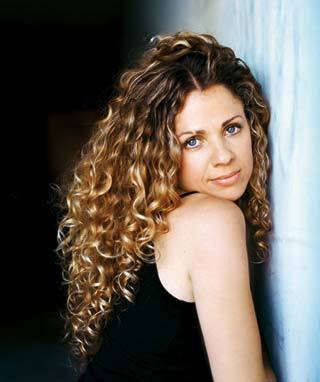 Curly yogi Seane Corne - Blonde, 3b, 3a, Celebrities, Female, Curly hair Hairstyle Picture