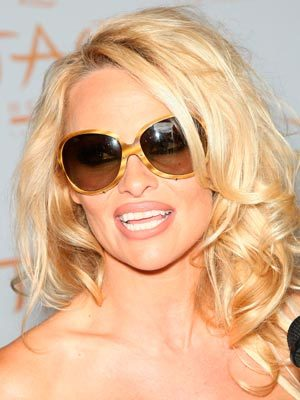 Pamela Anderson - Celebrities, Wavy hair, Long hair styles, Female, Curly hair Hairstyle Picture