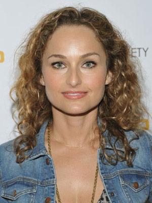 Giada curly - 3b, Celebrities, Medium hair styles, Female, Adult hair Hairstyle Picture