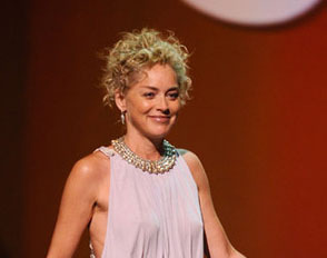 Sharon Stone - Blonde, 2b, Celebrities, Wavy hair, Mature hair, Medium hair styles, Updos, Female Hairstyle Picture