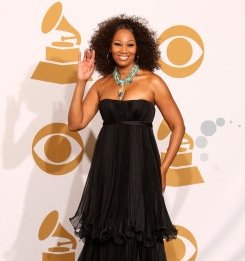 Yolanda Adams - Brunette, 3b, 3c, Celebrities, Mature hair, Medium hair styles, Special occasion, Female, Curly hair, 2009 Grammy Awards Hairstyle Picture