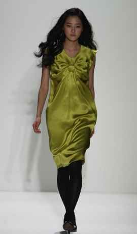 Fashion Week 09 -EY Wada Collect - 2b, Wavy hair, Long hair styles, Female, Black hair, Fashion Week, Fall 2009 Collections Hairstyle Picture
