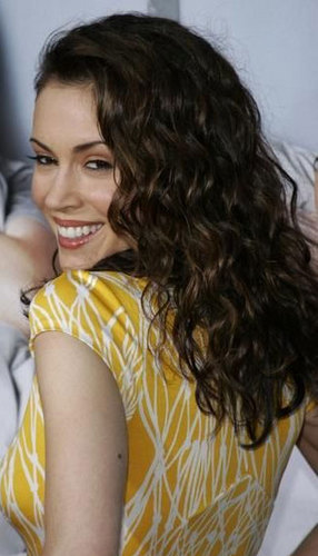 Alyssa Milano - Brunette, 3a, Celebrities, Long hair styles, Female, Curly hair Hairstyle Picture