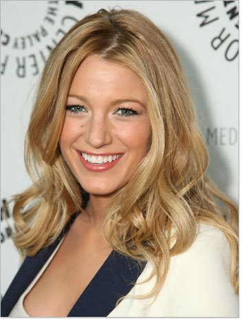 Blake Lively - Blonde, Celebrities, Wavy hair, Long hair styles, Female, Curly hair Hairstyle Picture