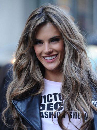 Alessandra Ambrosio - Brunette, Celebrities, Wavy hair, Long hair styles, Female, Curly hair Hairstyle Picture