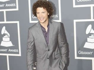 Justin Guarini - Blonde, 3c, Celebrities, Male, Medium hair styles, Curly hair, 2009 Grammy Awards Hairstyle Picture