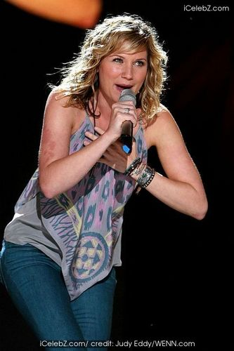 Jennifer Nettles - Blonde, Celebrities, Wavy hair, Medium hair styles, Female, 2c Hairstyle Picture